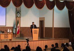 استفاده از کسی که سی و هفت سال پیش وزیر بود نشان از ضعف جمهوری اسلامی میباشد