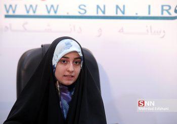 سارا عاقلی :کسانی که امروز از مذاکره بر سر مسائل منطقه ای و توان موشکی صحبت میکنند یا حافظه شان را از دست داده اند یا باید در عقلانیت سیاسی و تدبیر خود شک کنند